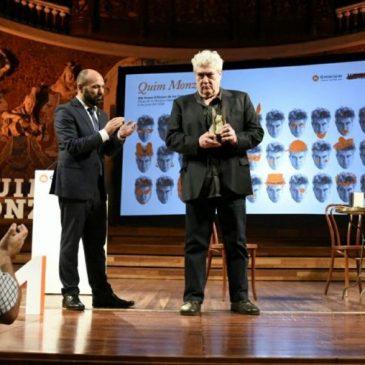Quim Monzó, un Premi d'Honor de les Lletres Catalanes en el bibliobús