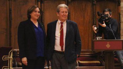 El editor Jorge Herralde recibe la Medalla de Oro del Ayuntamiento de Barcelona